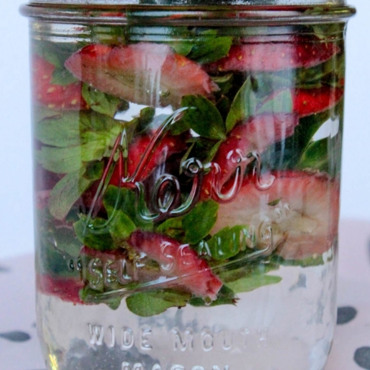 strawberry_tops_infused_water