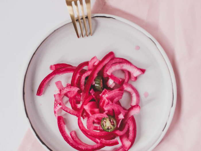 red onion quick pickles