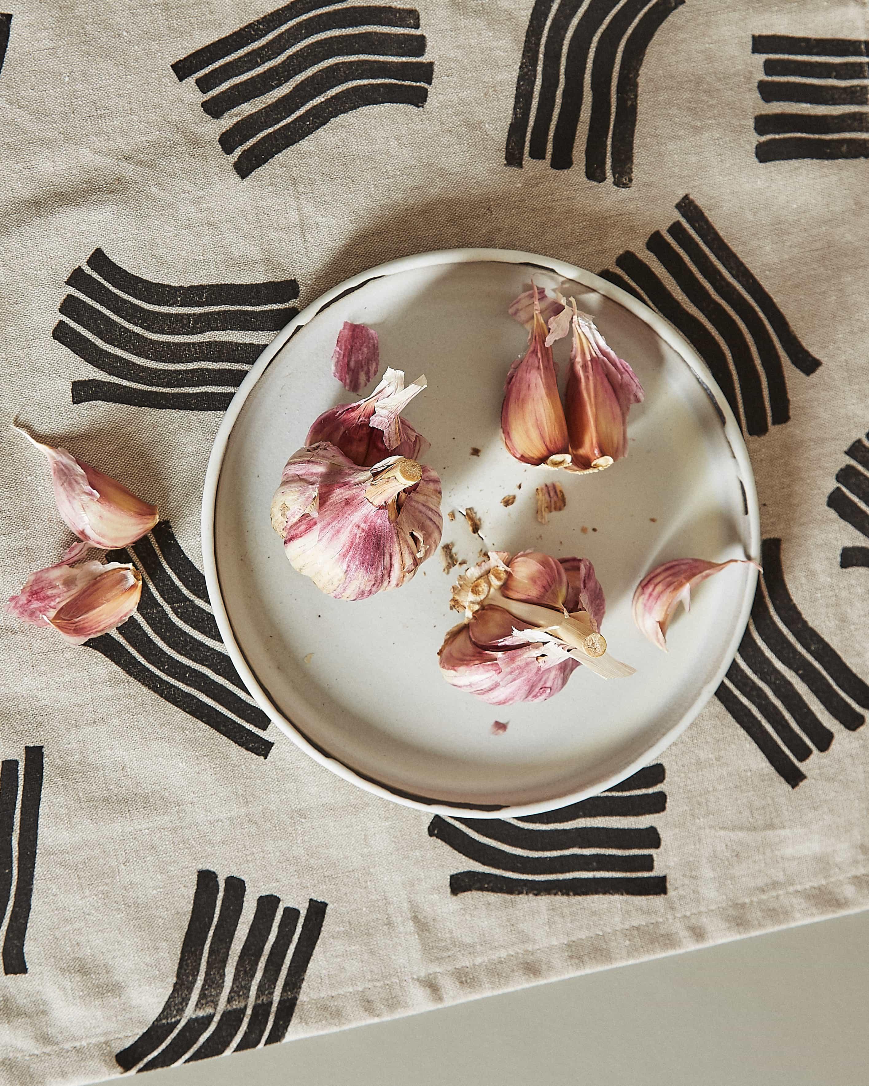 wave napkin with garlic